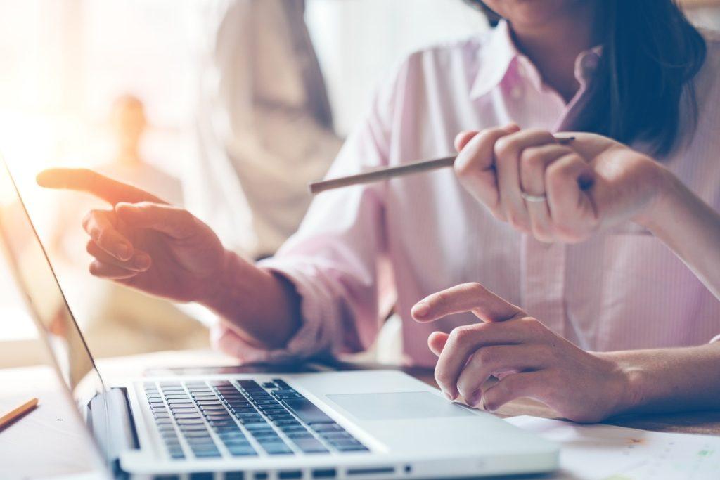 """se establece que los empleadores que registren hasta 400 trabajadores, deberán confeccionar la declaración jurada determinativa y nominativa de sus obligaciones con destino a los subsistemas de la seguridad social a través del sistema informático denominado """"Declaración en línea""""."""