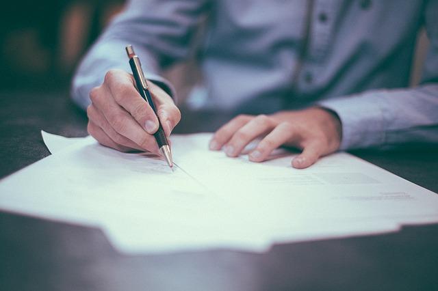 Se aprueba el modelo de contrato de fideicomiso denominado Fondo Fiduciario para el Desarrollo de Capital Emprendedor (FONDCE), a ser suscripto entre la Secretaría de Emprendedores y de la Pequeña y Mediana Empresa (SEyPyME), en su carácter de fiduciante, y el Banco de Inversión y Comercio Exterior SA (BICE), en calidad de fiduciario.