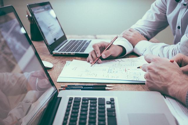 Se introducen modificaciones respecto de los requisitos a cumplir cuando se opte por someter un determinado tema al régimen de consulta vinculante, entre los que destacamos:
